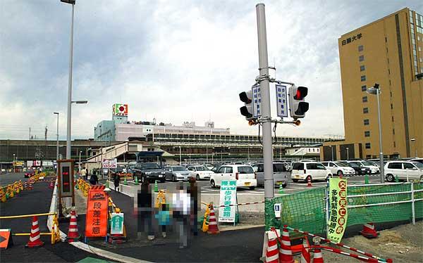 Jr小山駅東側の製粉会社の解体風景 2002